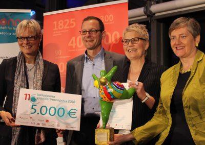 v.l.n.r.: Janet Wilhelmi, Sparkasse Bremen, Martin Günthner, Senator für Wirtschaft, Arbeit und Häfen, Nicole Schütz, Preisträgerin 2018, Maren Bock