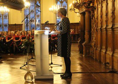 Perdita Engeler, 1. Vorsitzende des Bremer Frauenausschusses, begrüßt die Gäste und führt durch den Abend